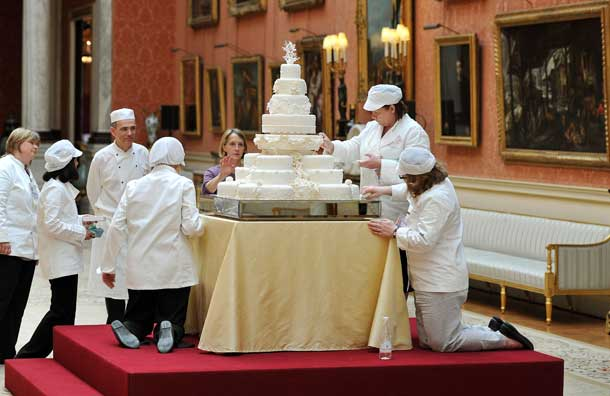 01_the-team-led-by-fiona-cairns-that-made-the-royal-wedding-cake-put-on-the-finishing-touches-pic-pa-650726815